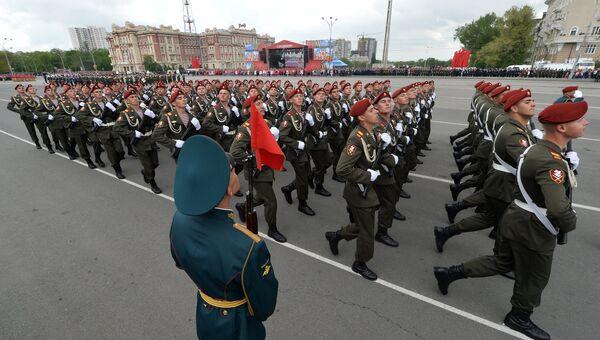 Участники во время военного парада в Ростове-на-Дону, посвящённого 72-й годовщине Победы в Великой Отечественной войне