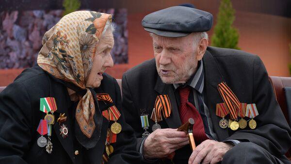 Ветераны ВОВ во время военного парада в Грозном, посвящённого 72-й годовщине Победы в Великой Отечественной войне