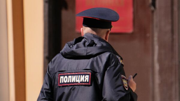 Сотрудник полиции на улице Москвы