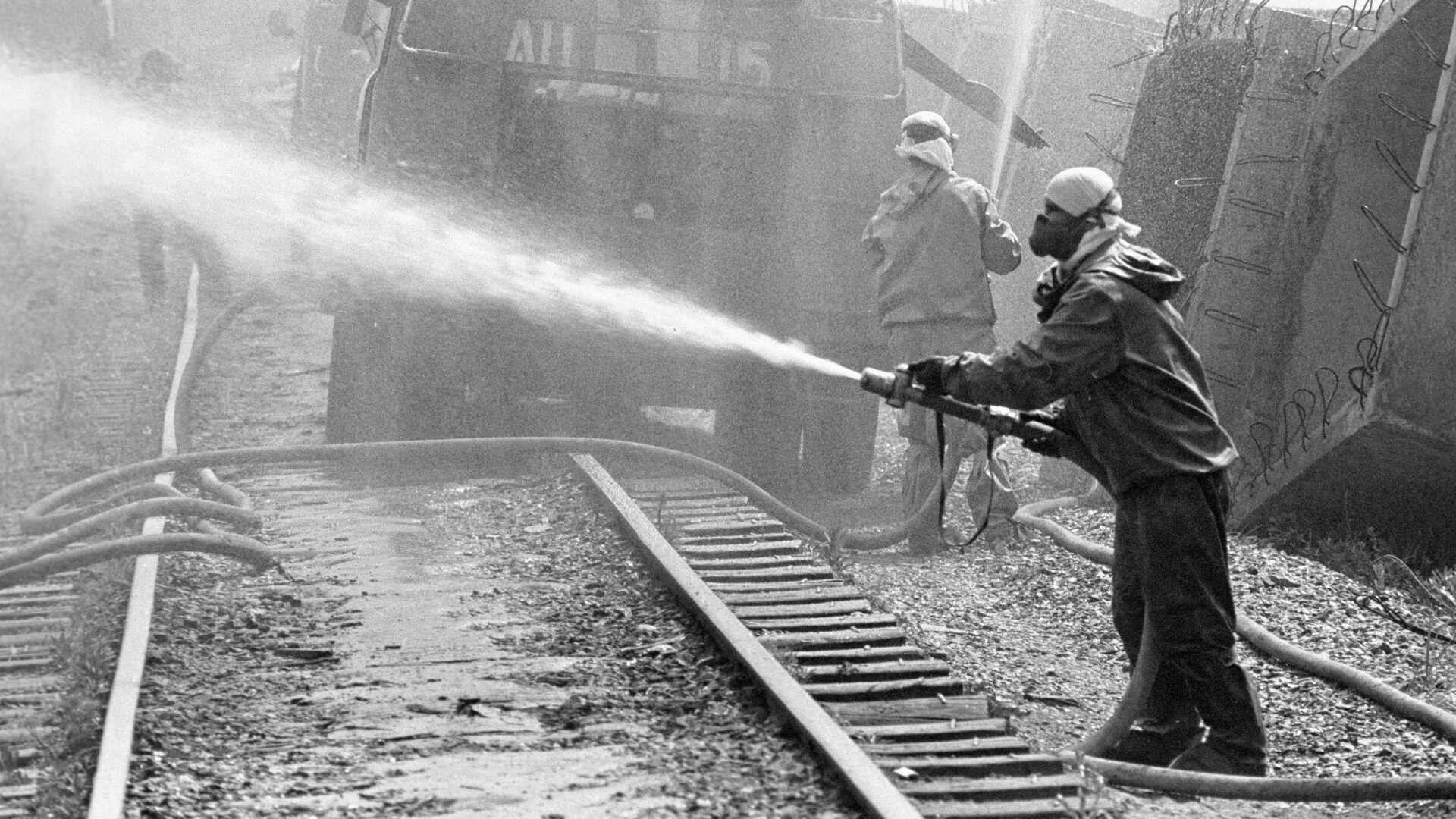 Дезактивация территории Чернобыльской атомной электростанции. 26 апреля 1986  - РИА Новости, 1920, 26.04.2021