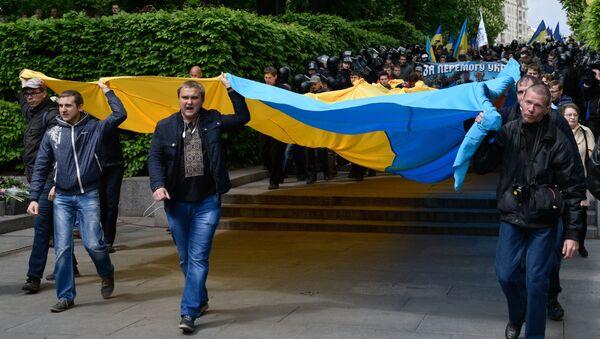 Марш участников Организации украинских националистов С14, протестующих против акции Бессмертный полк в Киеве. 9 мая 2017 года