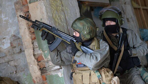 Сотрудники специального отряда быстрого реагирования (СОБР)