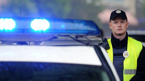 Сотрудник полиции около международного выставочного центра в Киеве