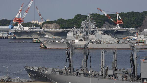 Авианосец ВМС США Рональд Рейган на базе ВМС Йокосука к югу от Токио, 15 мая 2017
