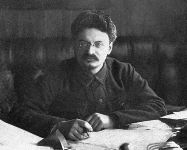 Лев Давидович Троцкий, политический и государственный деятель, председатель Революционного военного совета РСФСР. 1920 год
