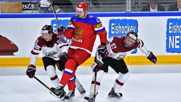 Игрок сборной России Валерий Ничушкин в матче группового этапа чемпионата мира по хоккею 2017 между сборными командами России и Латвии. 15 мая 2017