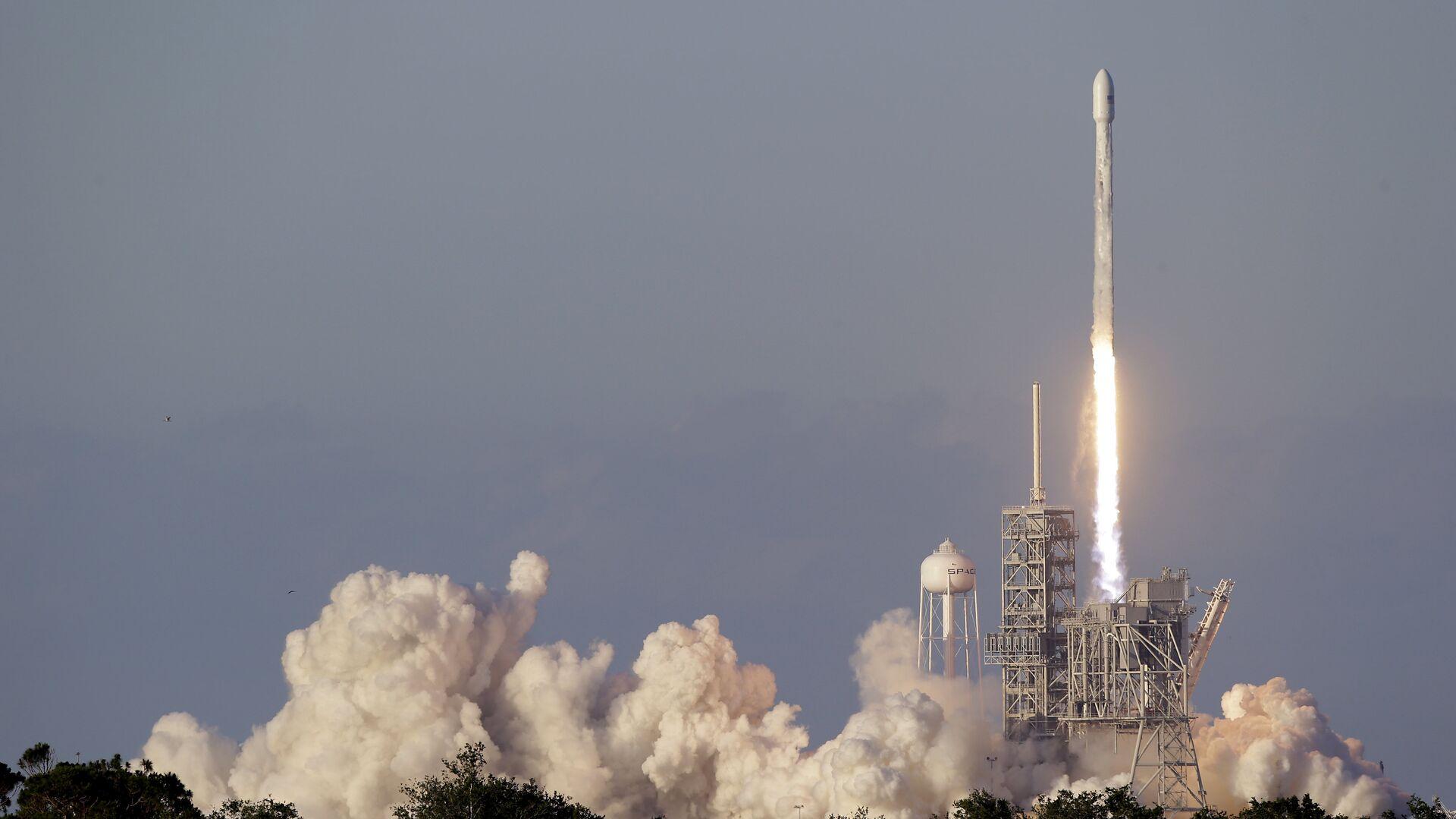Старт ракеты Falcon 9 со спутником Inmarsat-5 F4 с космодрома на мысе Канаверал. 15 мая 2017 - РИА Новости, 1920, 20.01.2021