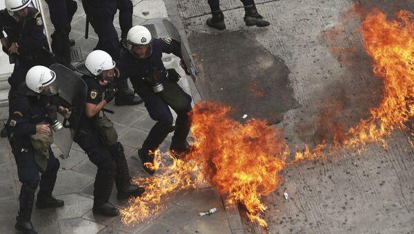 Сотрудники полиции во время забастовки в Афинах. 17 мая 2017