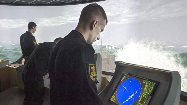Тренировки корабельного боевого расчета МРК Ураган в Санкт-Петербурге
