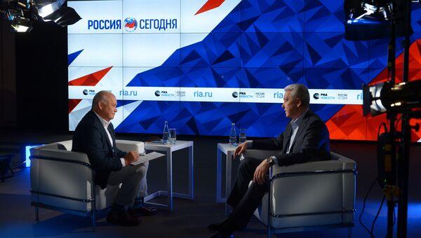 Мэр Москвы Сергей Собянин во время интервью генеральному директору МИА Россия сегодня Дмитрию Киселеву. 19 мая 2017