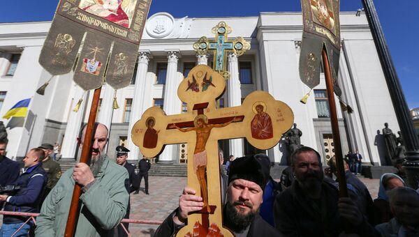 Участники акции прихожан Украинской православной церкви Московского патриархата в Киеве. Архивное фото