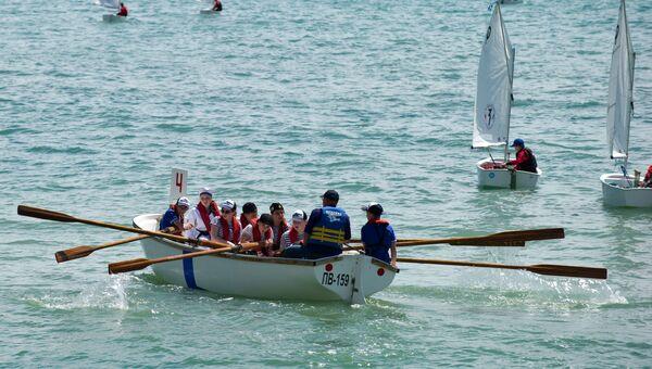 Участники соревнований морской флотилии Артека в рамках II Всероссийского сбора юных моряков Дорога в море