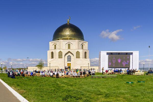 Памятник Принятие ислама