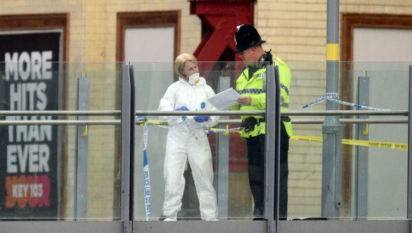 Криминалист и полицейский между станцией Виктория и Манчестер-Ареной после теракта в Манчестере