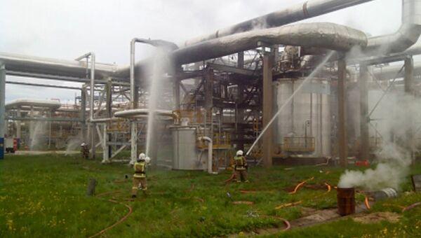 Пожар на нефтебазе в Киришах в Ленинградской области