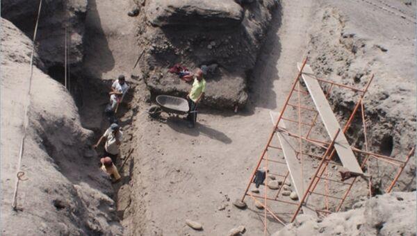 Раскопка кургана Уака Приета в Перу, где ученые нашли следы потенциально древнейшей цивилизации Земли