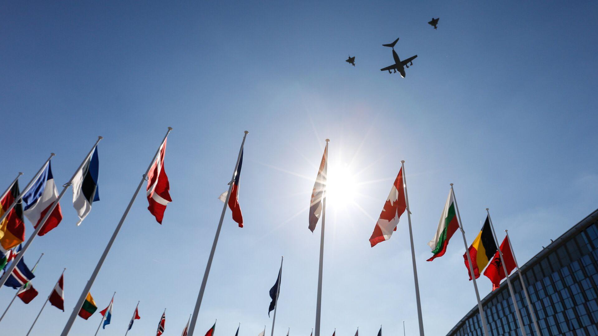 Флаги стран-участниц на саммите НАТО в Брюсселе - РИА Новости, 1920, 25.03.2021