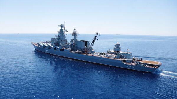 Гвардейский ракетный крейсер Москва во время учений в Средиземном море