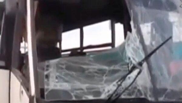 На месте нападения на автобус с христианами-коптами в центральной части Египта. 26 мая 2017