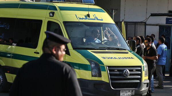Машина скорой помощи привозит раненных христиан-коптов, 26 мая 2017