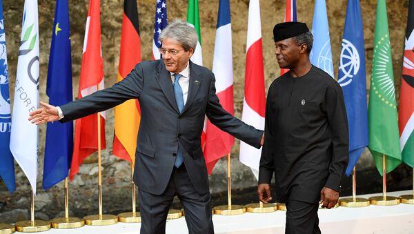 Председатель Совета министров Италии Паоло Джентилони и вице-президент Нигерии Йеми Осинбаджо на саммите G7 в Таормине, Италия 27 мая 2017