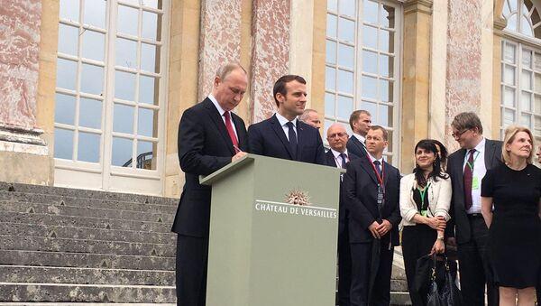 Путин и Макрон посетили выставку о Петре I в Версале