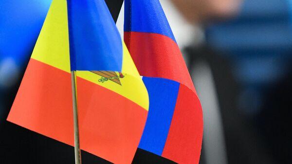 Флаги Молдавии и России на пресс-конференции Игоря Додона