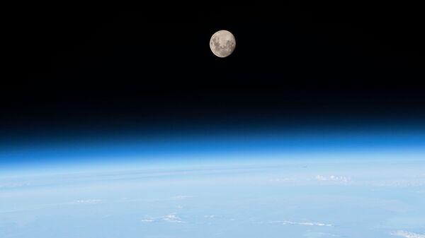 Снимок Луны снятый с МКС