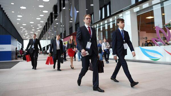 Посетители международного экономического форума. Архивное фото