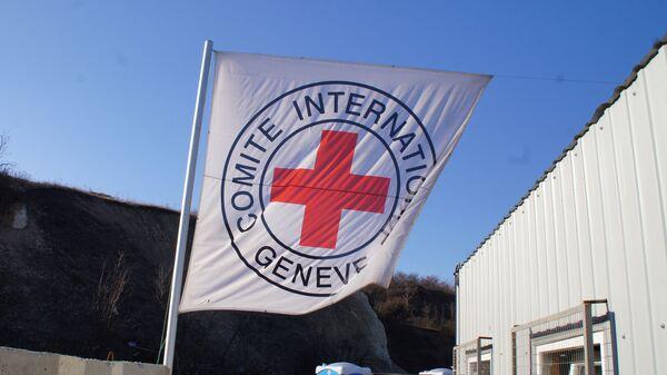 Флаг Международного комитета Красного Креста в станице Луганская