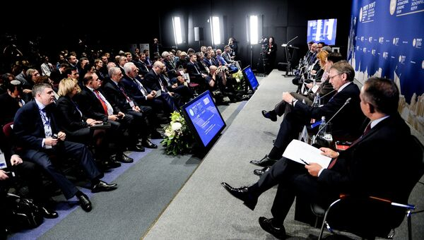 Участники панельной сессии России?ская юрисдикция - фактор притяжения инвестиции? в рамках Санкт-Петербургского международного экономического форума 2017