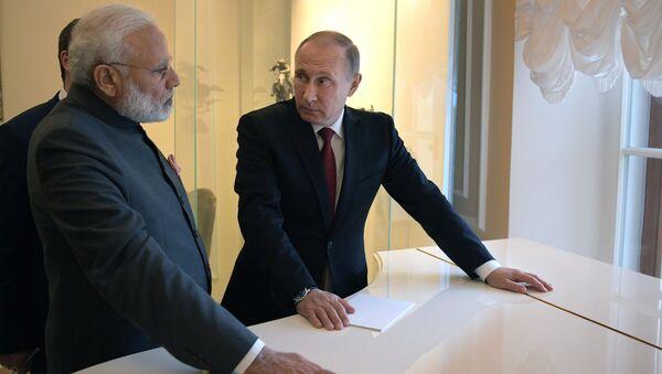 Владимир Путин и премьер-министр Индии Нарендра Моди во время встречи в рамках Санкт-Петербургского международного экономического форума 2017. 1 июня 2017