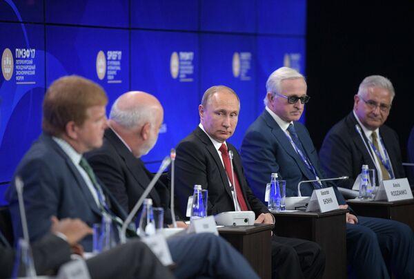 Президент РФ Владимир Путин во время бизнес-диалога Россия — США в рамках XXI Петербургского международного экономического форума