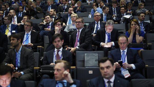 Участники в зале перед началом пленарного заседания Санкт-Петербургского международного экономического форума 2017