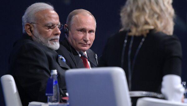 Президент РФ Владимир Путин и премьер-министр Индии Нарендра Моди на пленарном заседании Петербургского международного экономического форума 2017