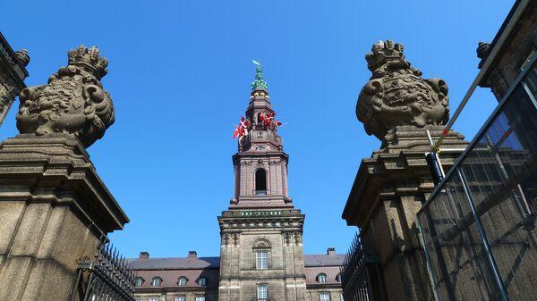 Дворец Кристиансборг в Копенгагене, где заседает датский парламент. Архивное фото