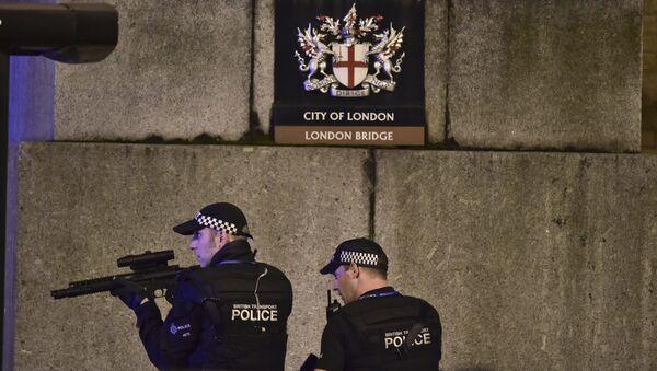 Вооруженные силы полиции на Лондонском мосту. 3 июня 2017