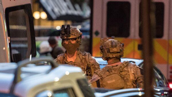 Вооруженные силы полиции на месте теракта возле рынка Боро в Лондоне. 3 июня 2017