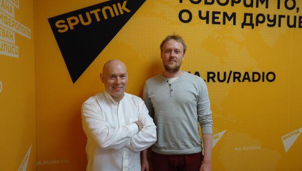 Режиссер Александр Новиков-Янгинов (справа), актер театра и кино Виктор Сухоруков (слева).