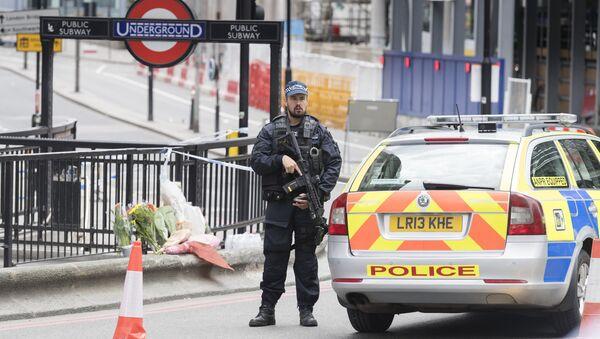 Полицейский кордон на северной стороне Лондонского моста после теракта в ночь на 4 июня. Архивное фото