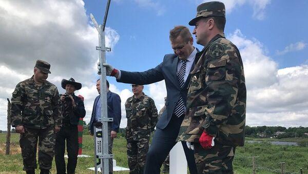 Начало строительство защитного забора на границе России и Литвы