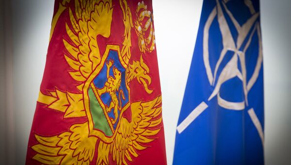 Флаги Черногории и НАТО. Архивное фото