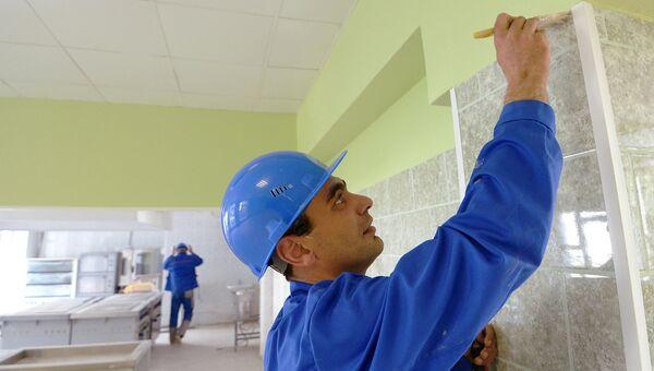 Рабочие делают ремонт