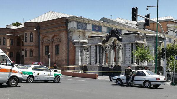 Автомобили скорой помощи и полиции в Иране