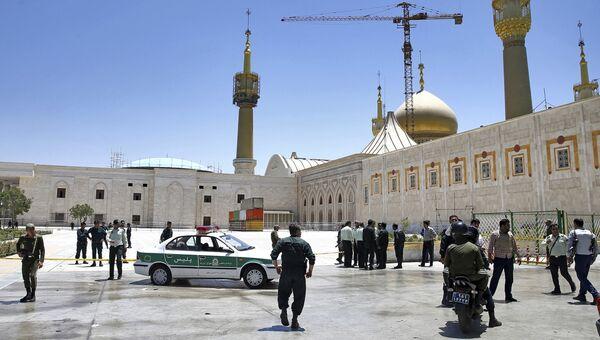 Иранские полицейские у мавзолея Хомейни в Тегеране. Архивное фото