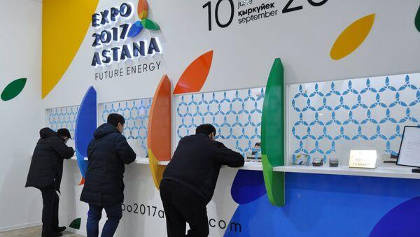 Посетители возле билетной кассы перед проведением ЭКСПО-2017 в Астане. Архивное фото