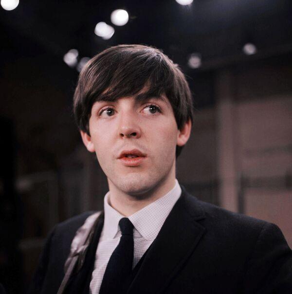 Пол Маккартни в 1964 году