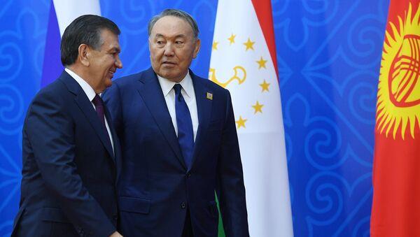 Президент Узбекистана Шавкат Мирзиеев и президент Казахстана Нурсултан Назарбаев на саммите ШОС в Астане. 9 июня 2017