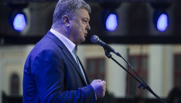 Президент Украины Петр Порошенко поздравил соотечественников с введением безвизового режима с Евросоюзом в Киеве. 10 июня 2017