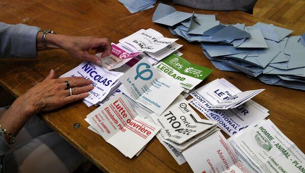 Подсчет голосов на избирательном во Франции